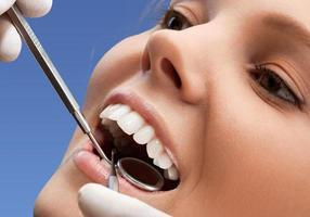 tandarts, mondhygiëne, menselijke tanden foto