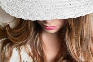 meisje met hoed foto