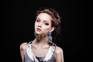 mooie vrouw met avond make-up. foto