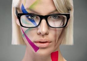 high fashion look, portret met een bril foto