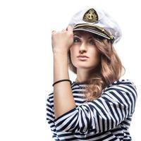 jonge mooie schattige vrouw in zee piek-cap en ontdaan vest foto
