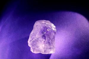 gloeiende amethist close-up foto