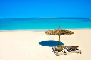 ontspannen op het strand in anakao foto