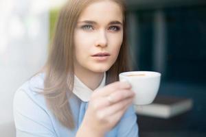ontspannen met een kopje koffie foto