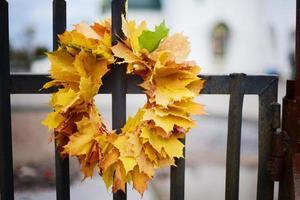 krans van herfstbladeren foto