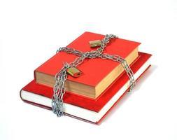 rood boek in ketens foto