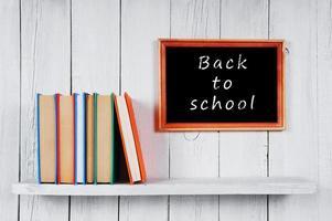 terug naar school. veelkleurige boeken. foto