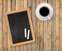 houten planken bovenaanzicht met schoolbord