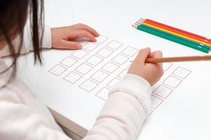 meisje dat de hiragana bestudeert