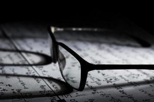 bril op wiskundige formules foto