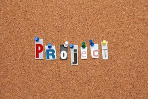 project vastgemaakt op prikbord foto