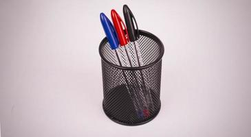gekleurde pennen in potlood foto