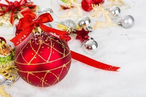 Kerstdecoratie met sneeuw foto