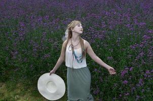 de paarse bloemen foto