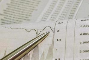 het bestuderen van de aandelenmarkt foto