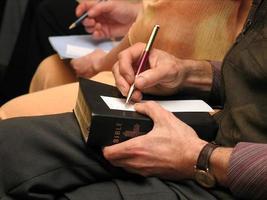 activiteit bij een bijbelstudie foto