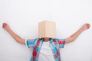 vrij mannelijke tiener is moe van het studeren foto