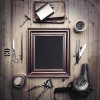 vintage instrumenten van een kapper met fotolijst foto