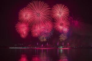 kleurrijk vuurwerk foto