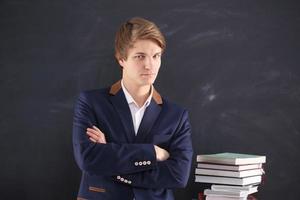 man voor het examen foto
