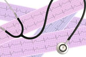 medische stethoscoop en hartanalyse, elektrocardiogramgrafiek foto