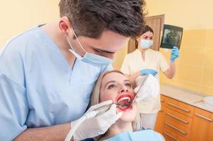 tandheelkundig team op het werk foto
