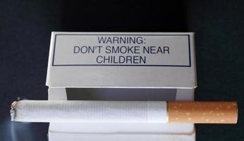 rook niet in de buurt van kinderen foto