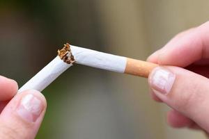 snauwde een sigaret foto