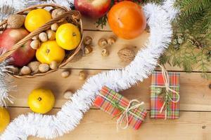 kerstgeschenkdoos met nieuwjaar en kerstversiering foto