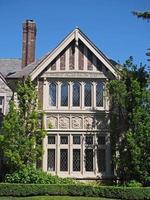 stenen huis in tudorstijl foto