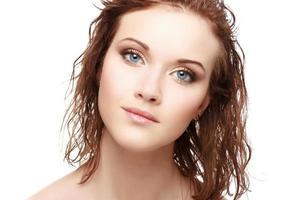 mooi gezicht van jonge volwassen vrouw foto