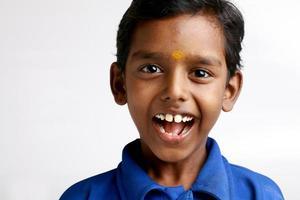vrolijke Indiase tienerjongen foto