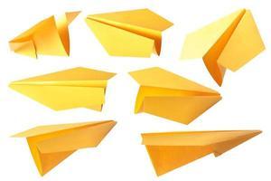 gele papieren vliegtuig foto