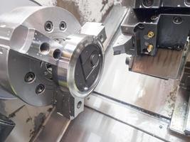 operator machinale mal en matrijs voor auto-onderdelen foto