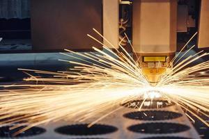 lasersnijden van metaalwerk foto