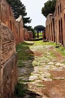 oude Romeinse weg ruïnes ostia antica rome Italië foto
