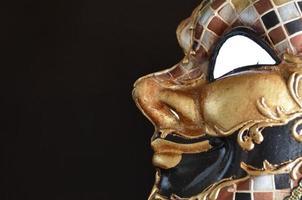 Venetiaans masker op een donkere achtergrond foto