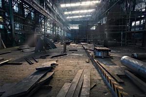ijzerwerkplaats in scheepswerf.