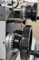 machine in een werkplaats, onderdeel van de draaibank foto
