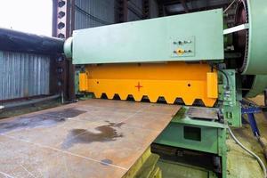 snijmachine voor metalen platen foto
