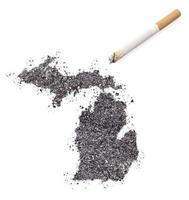 as in de vorm van michigan en een sigaret. (serie) foto