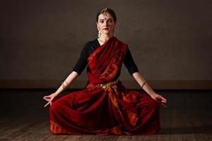 vertegenwoordiger van bharat natyam-dans foto
