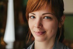 portret close up van jonge mooie vrouw, foto