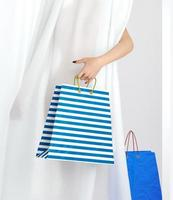 winkelen vrouw met tas verkoop conceptuele achtergrond foto