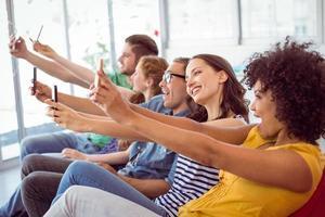 modestudenten die een selfie nemen foto