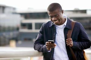 lachende telefoon Afrikaanse man foto