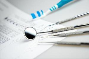 set van metalen tandarts medische tandheelkundige apparatuur tools foto