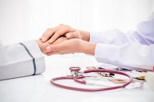 arts die patiënt raadpleegt foto