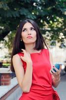 meisje met mobiele telefoon foto