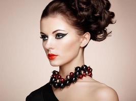 portret van mooie sensuele vrouw met elegant kapsel